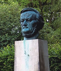 Sculpture of Wagner on the grounds of the Festspielhaus in Bayreuth, Germany. Photo courtesy: Itig Journal