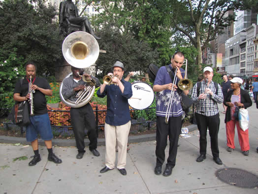 Jazz clubs aren't returning our calls, so musicians and union activists have found a new way to put pressure on them: find other targets that are connected to the jazz club owners. This summer, musicians performed and leafleted in in front of the Gramercy Tavern (opposite page) and at Madison Square Park (above), near the Shake Shack. Both restaurants are owned by the company that owns the Jazz Standard. Photo: Shane Gasteyer