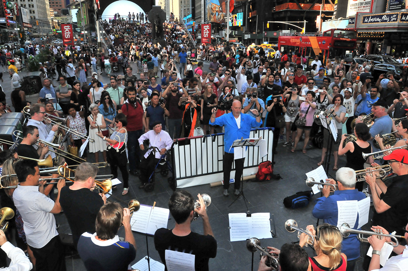 """Allegro freelance photographer Walter Karling took this long shot of the musicians and the crowd in Times Square. """"The planning and performance came together almost magically,"""" Walter told us. """"You can see that magic in the appreciative audience. I'm glad to have witnessed it and to now be sharing it with the Allegro readers."""""""